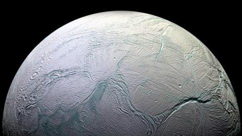 Possibile la vita nell'oceano di una luna di Saturno