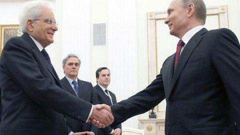 """Putin a Mattarella: """"Mi aspetto nuovi attacchi chimici in Siria"""""""