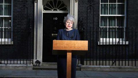 """May annuncia elezioni l'8 giugno per preparare la Brexit: """"Le divisioni ci indeboliscono"""""""