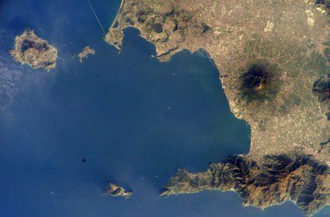 Campi Flegrei, la super caldera che spaventa la Campania