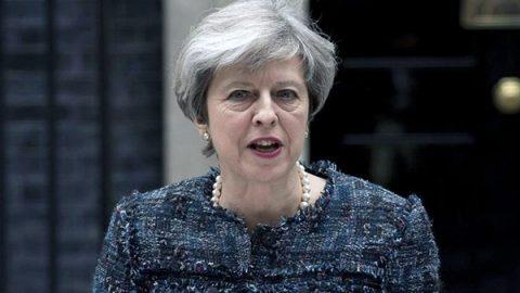 Il Regno Unito colpito a due settimane dal voto. May è in vantaggio, ma si accorcia il margine