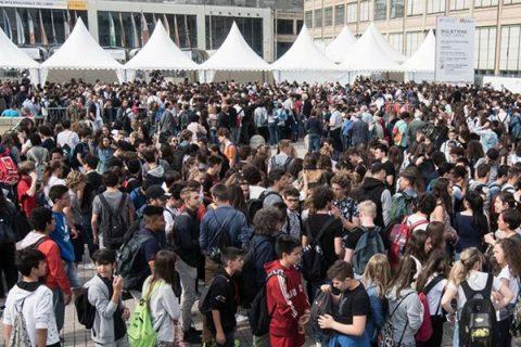 Folla e festa per il via al Salone del Libro