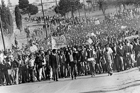 La lunga lotta contro l'Apartheid: la manifestazione di Soweto del 16 giugno 1976