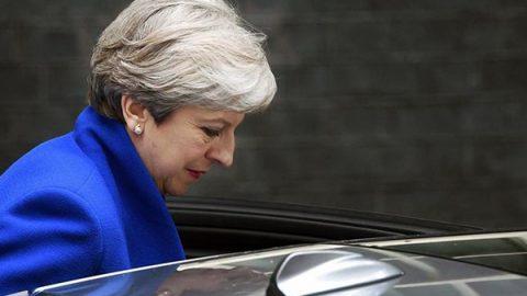 May perde la maggioranza, per il nuovo governo spunta l'alleanza con gli unionisti del Dup