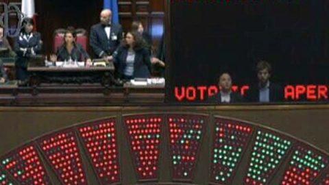 """Caos in Aula, salta l'intesa Pd-M5S. Fiano: """"La legge elettorale è morta"""". Il Colle """"preoccupato"""""""