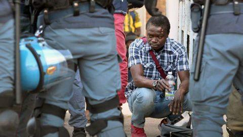 Raggi: basta migranti a Roma. Il Viminale: i soldi li avete presi