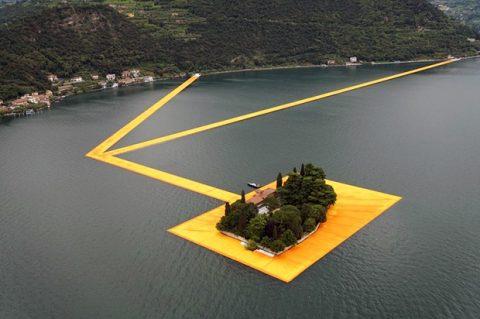 Il miracolo del Floating Piers: un anno dopo Christo i turisti corrono al lago d'Iseo