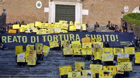 Via libera della Camera, il reato di tortura è legge