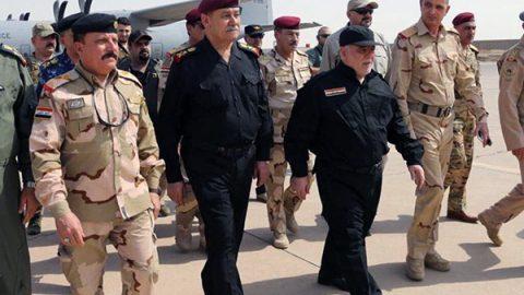 """Iraq, il primo ministro Abadi a Mosul proclama la vittoria sull'Isis: """"Esercito garantisca la sicurezza"""""""