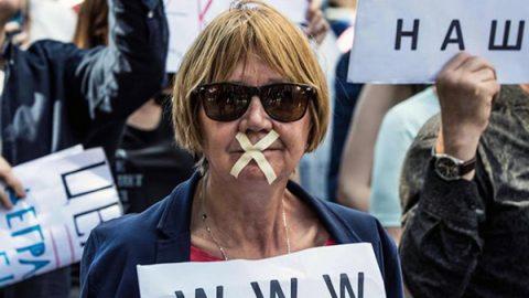 """L'opposizione russa in piazza contro la censura sul web: """"È l'unica alternativa allo strapotere di Putin"""""""