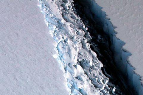 Disastro climatico in Antartide, si è staccato l'iceberg grande come la Liguria