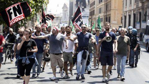 """Polemica sulla marcia anti-immigrati di Forza Nuova. Il Pd: """"Minniti la fermi"""""""