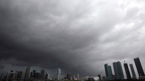 """Irma lascia Cuba e minaccia la Florida, il governatore: """"Uragano mortale. Fuggire ora"""""""