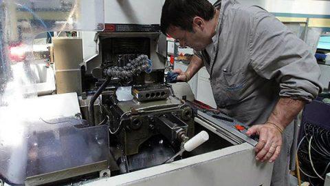 L'industria batte un colpo: crescita tendenziale del 4,4%