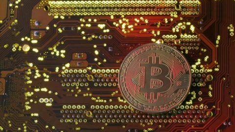 Nuovo record dei Bitcoin: superata la soglia dei 10 mila dollari