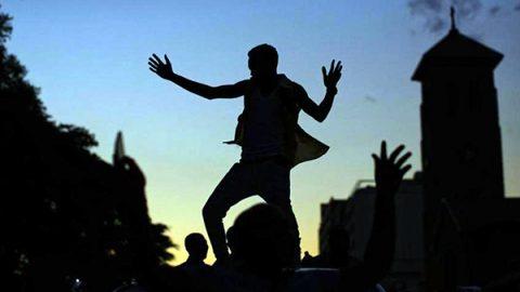Finisce un'era, Mugabe si è dimesso, Zimbabwe in festa nelle strade di Harare