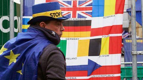 Brexit, la marcia indietro degli inglesi: ora più di metà voterebbe per restare
