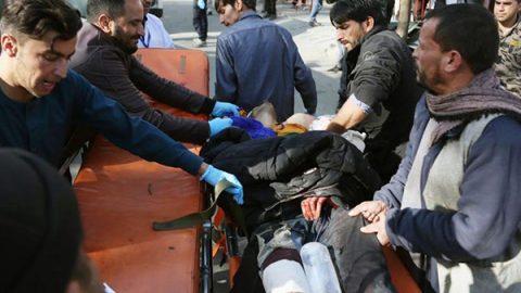 Ambulanza carica di esplosivo fa strage a Kabul: 95 morti e oltre 150 feriti