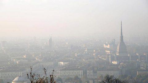 Congelate le sanzioni per lo smog all'Italia. L'Europa rinvia tutto a dopo le urne