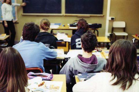 Firmato il contratto degli insegnanti: aumenti in busta paga da 80 a 100 euro