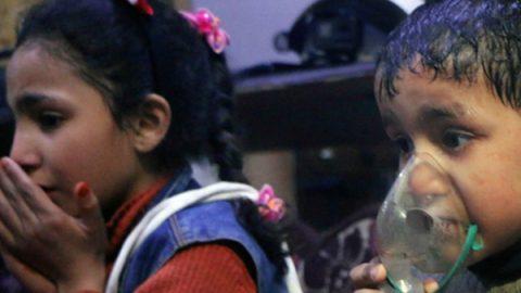 """Ribelli siriani denunciano attacco chimico su Douma: """"Almeno 40 morti"""""""