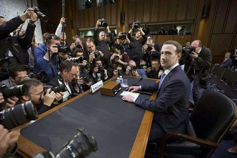 Tra scuse e incertezze, Zuckerberg parla al Senato Usa sul caso Facebook – Cambridge Analytica