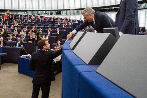 """Macron alla Ue: """"Contesto è di guerra civile europea, no a Stati nazionalisti"""""""