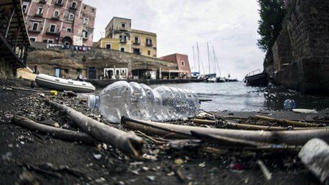 Inquinamento, nei mari italiani un'enorme e diffusa presenza di microplastiche