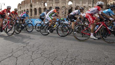 A Roma le buche vincono il Giro d'Italia