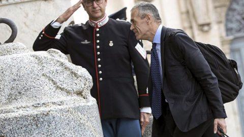 Niente consultazioni, pochi ministri, tempi da record: arriva il governo Cottarelli