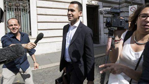 """La proposta di Di Maio: """"Savona al governo ma non all'Economia"""". Salvini: """"Ci penso"""""""