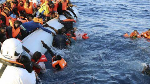 Migranti, doppio naufragio al largo delle coste turche e tunisine: oltre 40 vittime