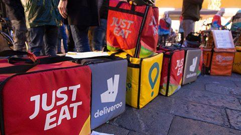 """Di Maio incontra la """"generazione abbandonata"""" dei riders: """"Meno precari e salario minimo"""""""