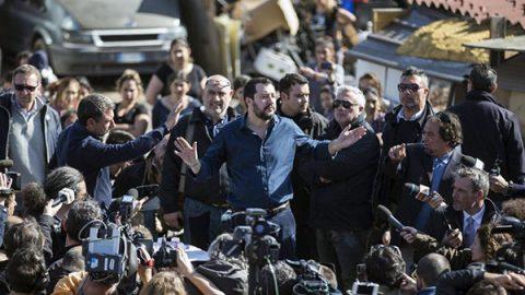 Salvini: faremo un censimento sui rom, quelli italiani purtroppo ce li dovremo tenere. Di Maio si smarca: se è incostituzionale non si può fare