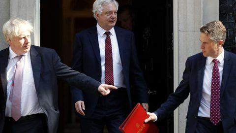 Gran Bretagna, il governo May perde pezzi: dopo il ministro della Brexit lascia anche Boris Johnson