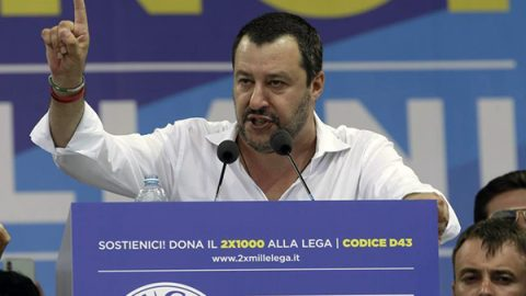 Salvini: sui porti decido io. Il ministero dei Trasporti: la Guardia costiera fa capo a noi