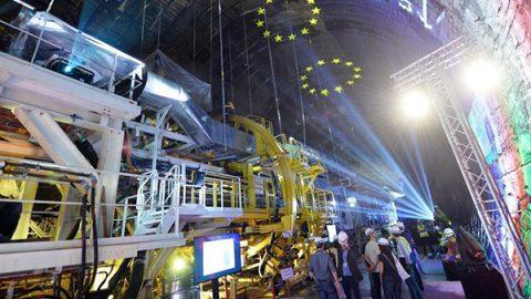 """Chiamparino lancia il referendum sulla Tav: """"Folle fermarla"""". Plaude il centrodestra"""