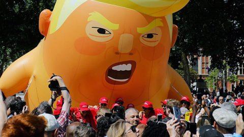 La protesta di Londra: 100 mila in piazza contro Trump