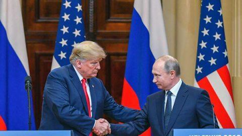 """Vertice di Helsinki, Putin: """"Nessuna ingerenza nel voto Usa"""". Trump: Russiagate una farsa"""