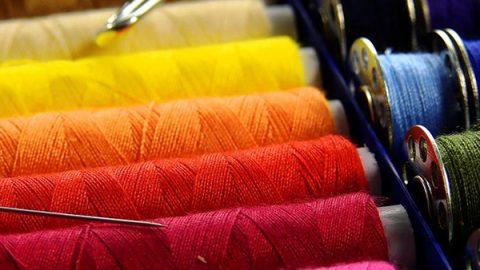 """Il New York Times contro il Made in Italy della moda: """"Pagano le sarte 1 euro l'ora"""""""