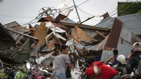 Tsunami in Indonesia: si temono migliaia di morti. Corsa per raggiungere i villaggi isolati