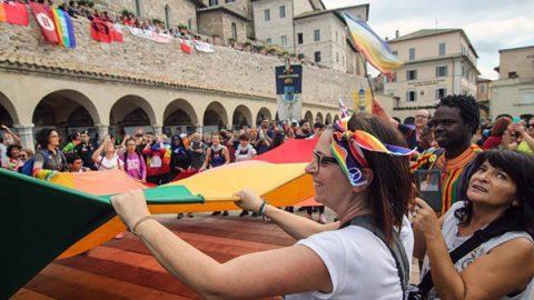 """In 100 mila alla marcia della pace Perugia-Assisi. Mattarella: """"Testimoni di speranza"""""""