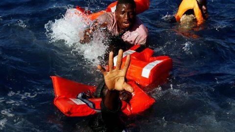 Migranti, parte la nave delle Ong italiane: parlamentari di Sinistra Italiana danno 460mila euro