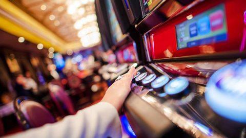 Un adulto su tre gioca d'azzardo: 18 milioni di persone, 700mila sono minorenni