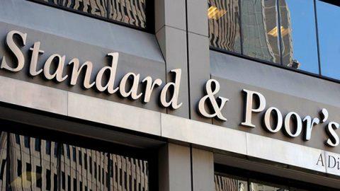 Arriva il giudizio atteso: Standard & Poor's non declassa l'Italia, ma l'outlook è negativo
