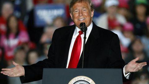 """Trump vuole abolire lo ius soli: """"Ridicolo che i bambini nati negli Usa siano americani di diritto"""""""