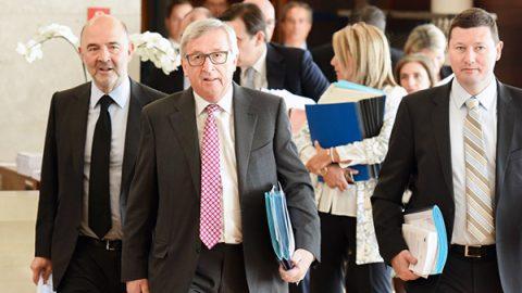 """La Ue boccia la manovra e chiede nuova bozza. Di Maio: """"Non ci arrenderemo"""""""