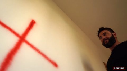 Benzina e croce rossa a casa del giornalista di 'Report' dopo inchiesta sulla Juventus