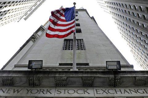 """La Fed sfida Trump: """"Alzeremo i tassi ancora due volte"""". E Wall Street chiude in netto ribasso"""