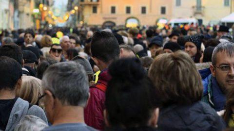 Censis, italiani pessimisti e rancorosi: per 6 su 10 l'immigrazione è un male